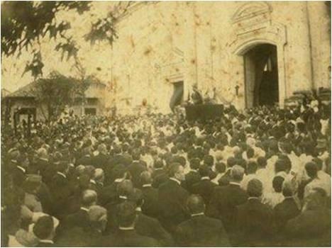 Entierro de Rubén Darío en la catedral de León.  Fuente: archivo en línea de La Prensa, Managua, Nicaragua.