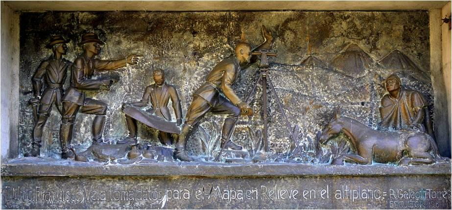 Bajo relieve del gran escultor Rodolfo Galeotti Torres que representa al ingeniero Francisco Vela realizando mediciones de campo para la realización del mapa en relieve. (Fuente: Skyscrapercity, foro de la ciudad de Guatemala).