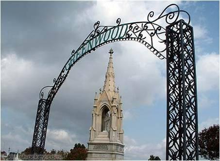 Puerta de entrada del Cementerio Greenwood, en la Parroquia de Orleáns, ciudad de Nueva Orleáns, en donde reposan los restos de Consuelo.