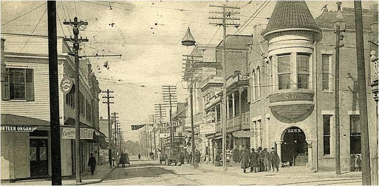 Una calle de Harrison County, Biloxi, Mississippi (1913). Probablemente por ella se paseó doña Algeria durantes sus visitas a la familia Hammet, oriunda de la ciudad.