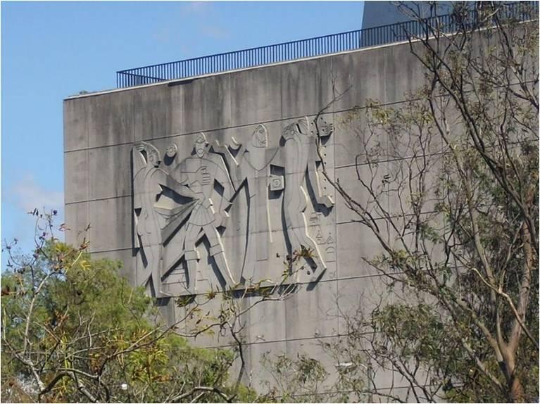 Imagen 10. Estado actual del mural de Guillermo Grajeda Mena, que rebasa ya el medio siglo de contarnos la síntesis de la historia nacional.