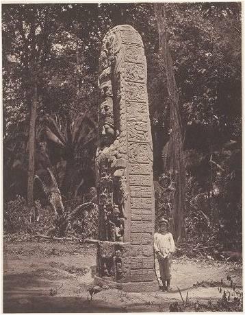 """""""Nadie negará que las llamadas ruinas de Quiriguá, cuyo origen e historia aun permanecen en la más profunda obscuridad, merecen en alto grado, como todas las otras ruinas y antigüedades de Centro-América, la atención de los arqueólogos y etnógrafos. Sin embargo, desde el punto de vista artístico, nos parecen estas ruinas mucho menos interesantes. La laboriosidad y la perseverancia de sus constructores, que cubrieron piezas tan grandes de roca con esculturas y supieron mover muchos de estos colosales monumentos sobre un suelo blando (todas las esculturas son monolíticas), merece más admiración que la imaginación, el gusto y la habilidad de los artistas, que demuestran más bien un bajo estado de cultura…"""""""