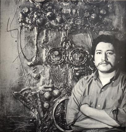 Roberto Cabrera, ante una de sus obras.