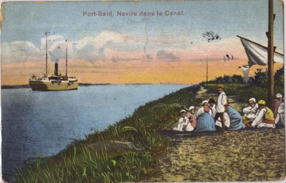 Postal ilustrada de finales del siglo XIX. Un vapor cruza el Canal de Suez, ante los ojos de un grupo de beduinos que ha acampado en una de sus orillas.