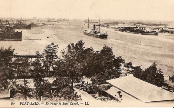 Otra de las vistas de Port Said, con buques anclados en espera de cruzar el Canal.