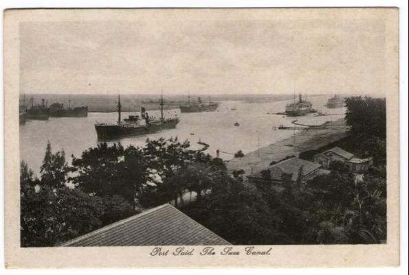 Otra interesante panorámica de Port Said, la boca del Canal se dibuja en el horizonte, en la esquina superior derecha de la postal.