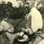 Walter Lehmann, a lomo de mula por un lugar no especificado de Guatemala, año de 1925. (Fuente: http://portal.iai.spk-berlin.de/Walter-Lehmann.204.0.html).