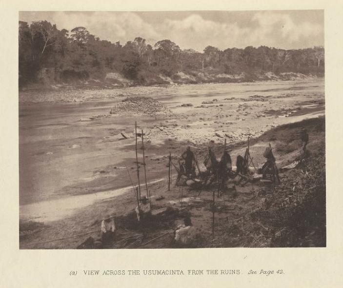 Campamento de Maudslay a orillas del río Usumacinta, durante una de sus exploraciones por el norte de Guatemala. En similares condiciones habrá acampado a orillas del lago de Izabal y del río Cahabón rumbo a Cobán.