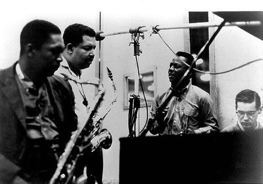 Según el crítico musical Robert Palmer, en Kind of blue, Miles Davis planteó de forma contundente su posición ante el jazz: el regreso a la melodía. De paso, fundó el estilo más hermoso de este género a mi gusto, el cool jazz.
