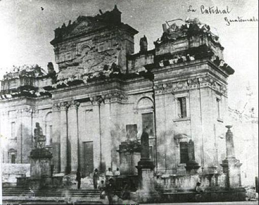 La Catedral Metropolitana tras los terremotos de 1917-1918.