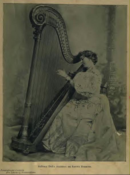 Doña Algeria Benton de Reina Barrios, fotografía de Valdeavellano.
