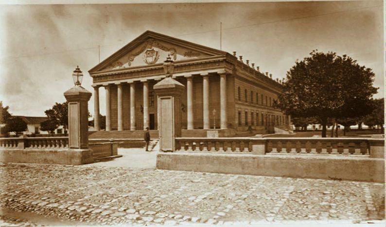 Frontispicio del Teatro Nacional, (antes Teatro Rafael Carrera y luego Teatro Colón), fotografía de Eadward Muybridge, 1875.